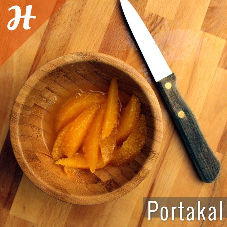 Zarsız ve çekirdeksiz portakal nasıl dilimlenir?  Detaylar meyveler bölümünde: http://www.hobiyo.com/kurslar/temel-mutfak-teknikleri-k1