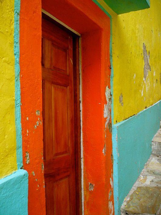 me gusta la combinacion de colores.  obvio de mexico o maybe south gate or cudhay califas...