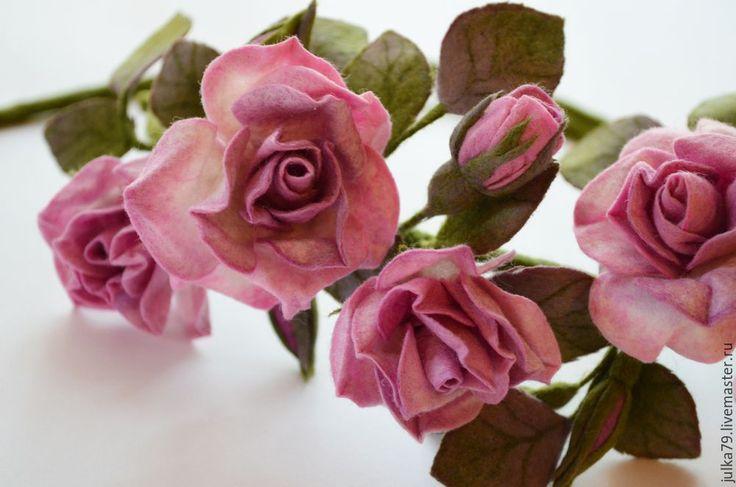 Купить или заказать Орхидея2 в интернет-магазине на Ярмарке Мастеров. Изделие сделано из новозеландской шерсти и австралийского мериноса, техникой сухое и мокрое валяние на каркасе с добавление прядей вискозы. Изделие можно носить как брошь или украсить причёску.