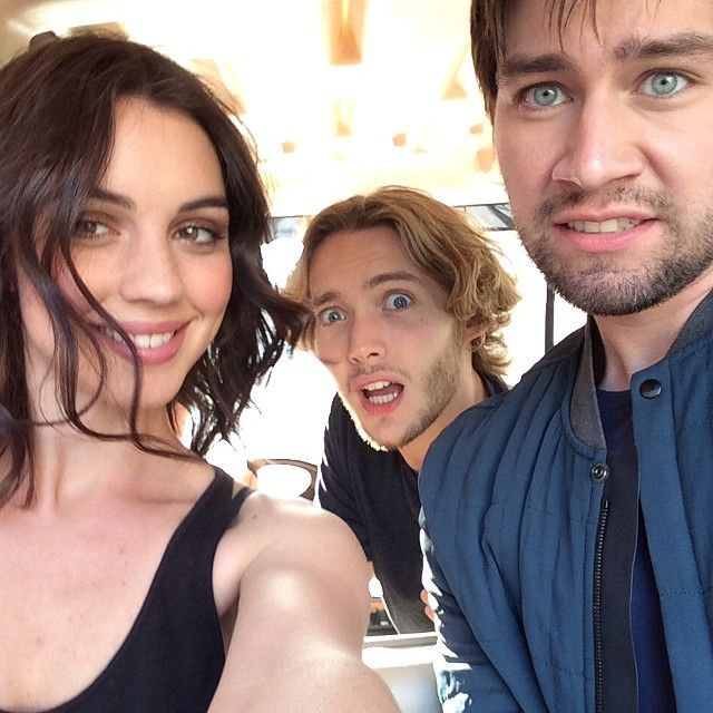 Mary (Adelaide Kane), Francis (Toby Regbo), and Bash (Torrance Coombs) goofing off as usual #Frary #Mash