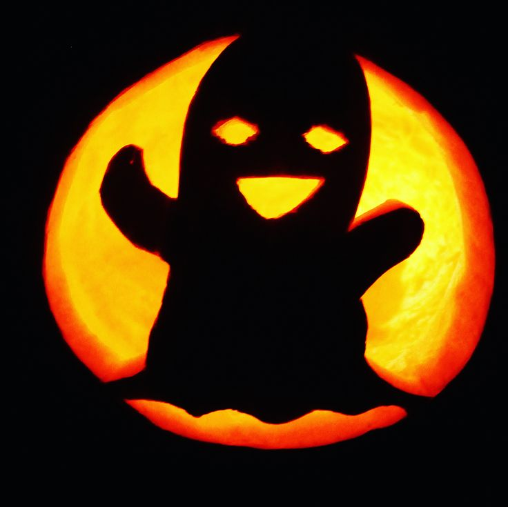 pumpkin carving is one of the best fall traditions. its always on my fall bucket list. this ghost pumpkin carving was so fun! This cute ghost was so fun to make. pumpkin carving ideas can be hard to come by. this little guy was easy and I free carved him but you can find a printable stencil here: http://pumpkinstencils.org/category/easy/