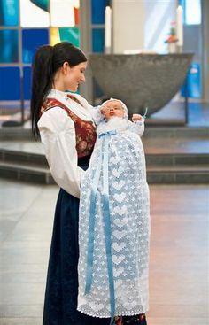 Oppskrift på heklet dåpskjole
