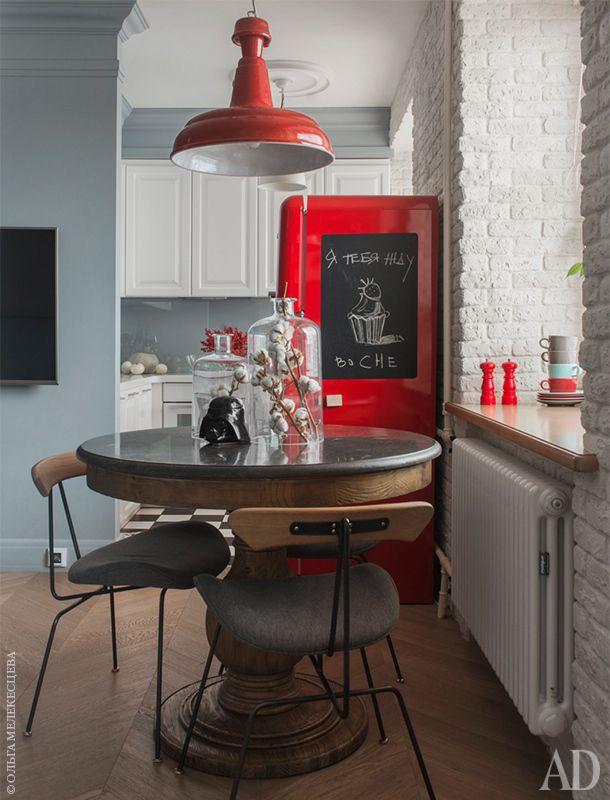 Трехкомнатная квартира 54 м2 с кирпичными стенами и цветовыми акцентами от Машы…