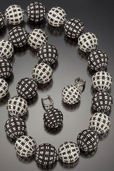 Barbara Packer Studios - das steht für Beaded Beads in Bestform! Ich nähme jede ihrer Ketten mit Kusshand ...