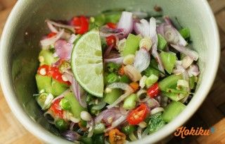 Penggemar sambal-sambalan wajib intip resep sambal matah khas Bali berikut ini. Sekarang, nggak perlu jauh-jauh ke Bali lagi untuk menikmati sambal