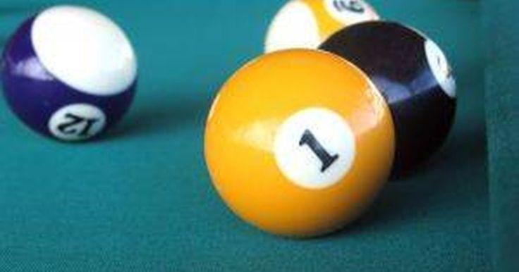 Como limpar bolas de bilhar amareladas. Bilhar é um jogo também conhecido como sinuca. O objetivo é colocar todas as bolas nas caçapas ao redor da mesa antes que seu oponente o faça. Se você tem uma mesa de bilhar, você pode perceber que suas bolas começarão a amarelar com o passar do tempo. Isso acontece porque elas não estão expostas ao sol. A melhor coisa a fazer é mantê-las ...
