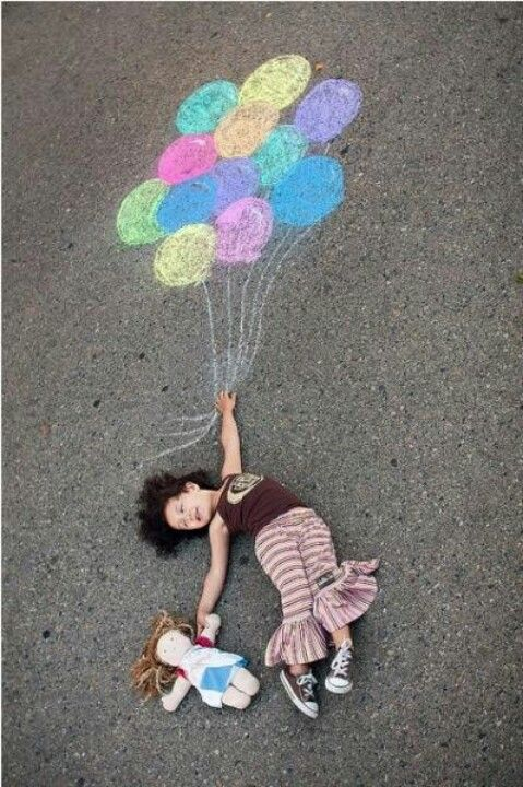 Make amazing photo's of your children with the help of some chalk. Oh and why not make these photo's yourself too!!!! ♥♥♥