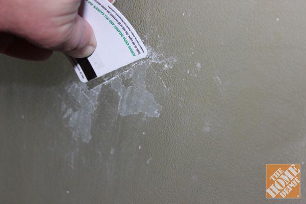 Čištění Tipy: Použijte plastovou kartu seškrabujte zastavěné všivák na sprchové dveře