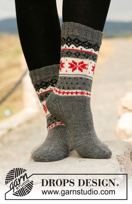 "Knitted DROPS socks with Norwegian pattern in ""Fabel"". ~ DROPS Design"