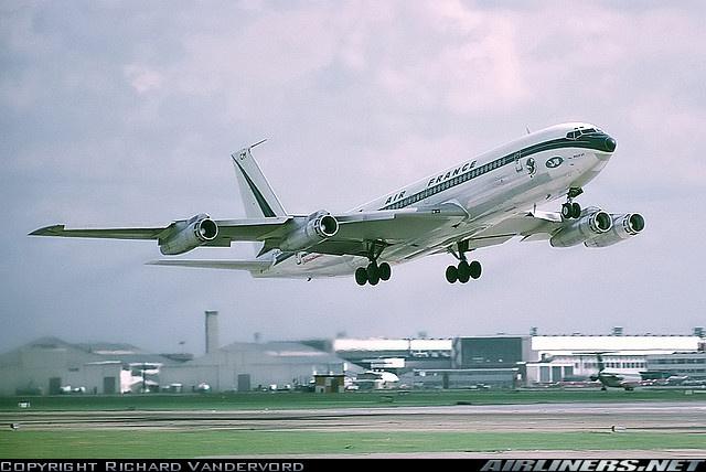 Boeing 707 . Londres 1975