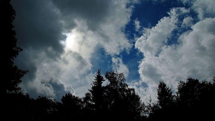 Gewitter, Regen, Sonnenschein, blauer Himmel.  ... Alles dabei. Mehrfach heute. Es lebe die Abwechslung. :-)