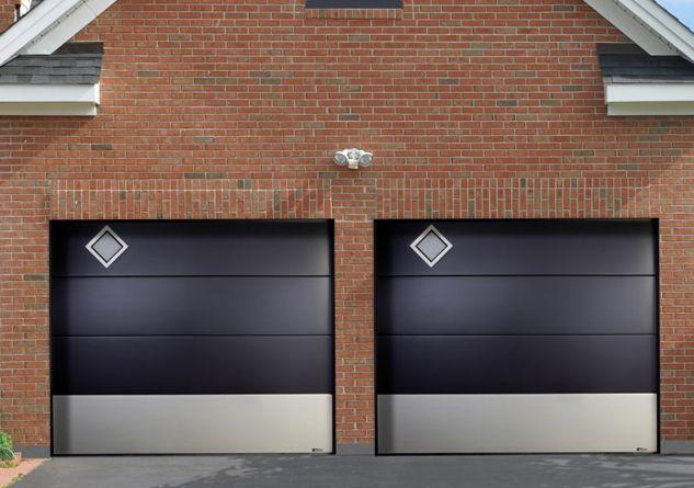 Une Porte De Garage Sectionnelle Plafond Avec Hublot De Notre Fabricant Aludoor D Autres Modeles A Decouvrir Porte De Garage Sectionnelle Porte Garage Garage