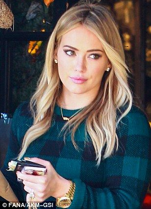 I absolutely love this hair and make up on Hilary. She's so gorgeous!