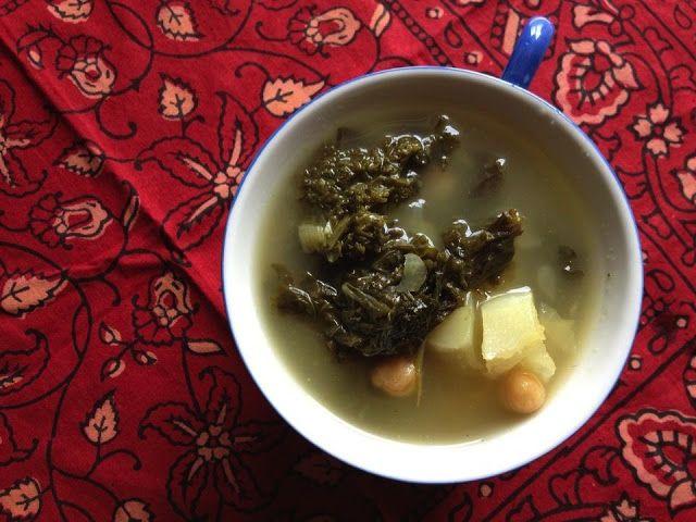 Sopa de col rizada y garbanzos