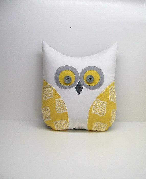 Adorable owl pillow.