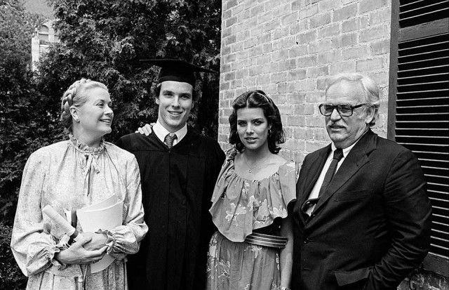 a famiglia Grimaldi riunita per la laurea in scienze politiche di Alberto, ottenuta all'Amherst College nel Massachusetts nel 1981.