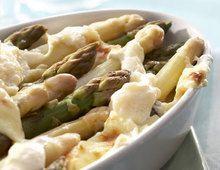 Recette Tian d'asperges blanches et vertes au parmesan, notre recette Tian d'asperges blanches et vertes au parmesan - aufeminin.com