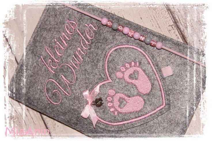 Mutterpasshüllen - *Mutterpasshülle*Filz*grau rosa*Babyfüßchen* - ein Designerstück von MiaAnin bei DaWanda