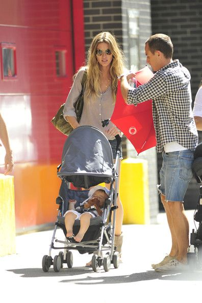 Gisele Bundchen Photos - Supermodel Gisele Bundchen consoles a crying Benjamin Brady before grabbing lunch at Balthazar in NYC. The 30 year old supermodel made her return to the runway last night at NYC's Fashion Night Out show. - Gisele Bundchen and Her Son at Balthazar Restaurant