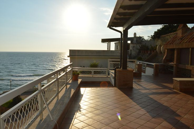 Villa Angolare sul Mare Anzio vendita villa sul mare