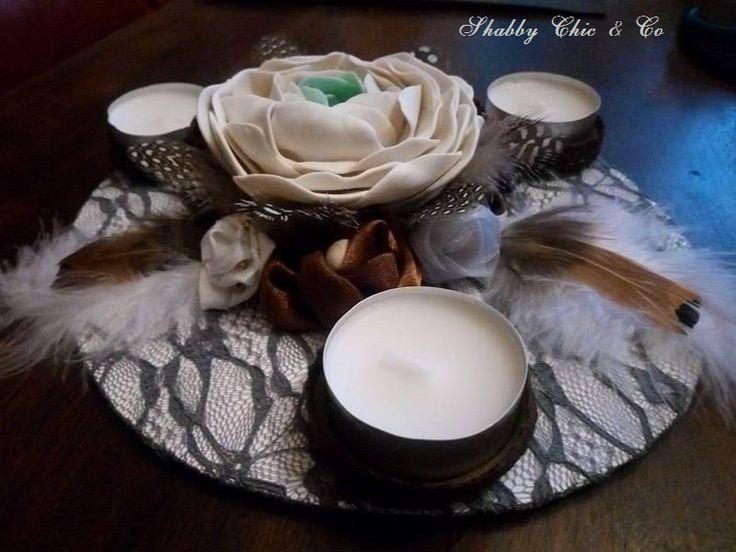 Bougeoir 3 chandelles créé par mes soins.  Porcelaine froide, dentelle , plumes ....