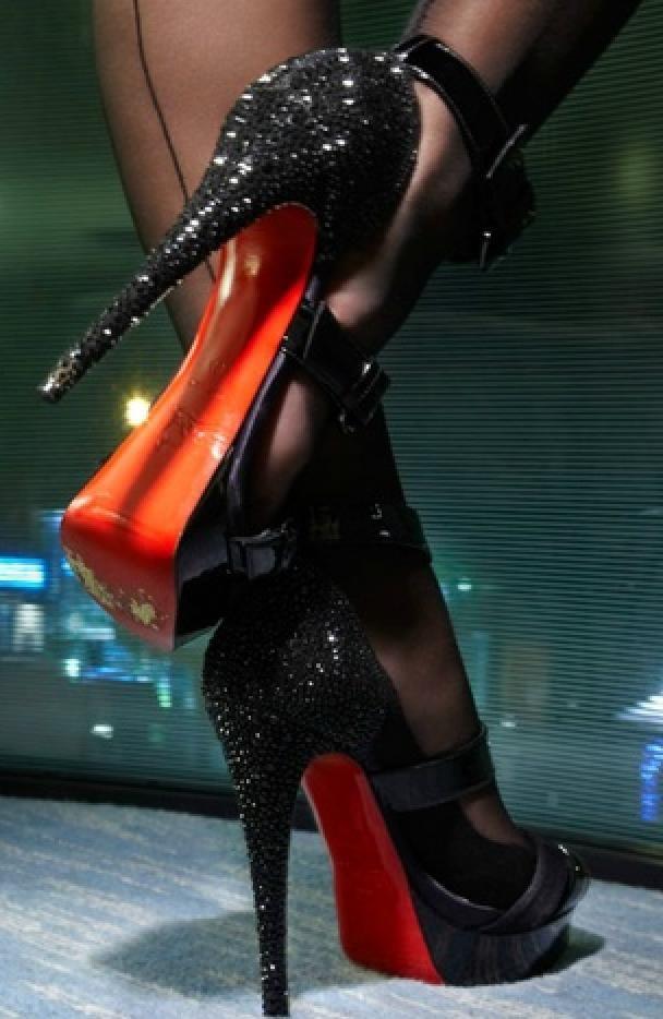 его фото женских ног в лабутенах этом жанре проявляется