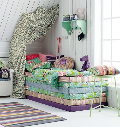 Love this. The colour palette the accessories, all of it. || Inspired by the princess and the pea (via Stoffochstil)
