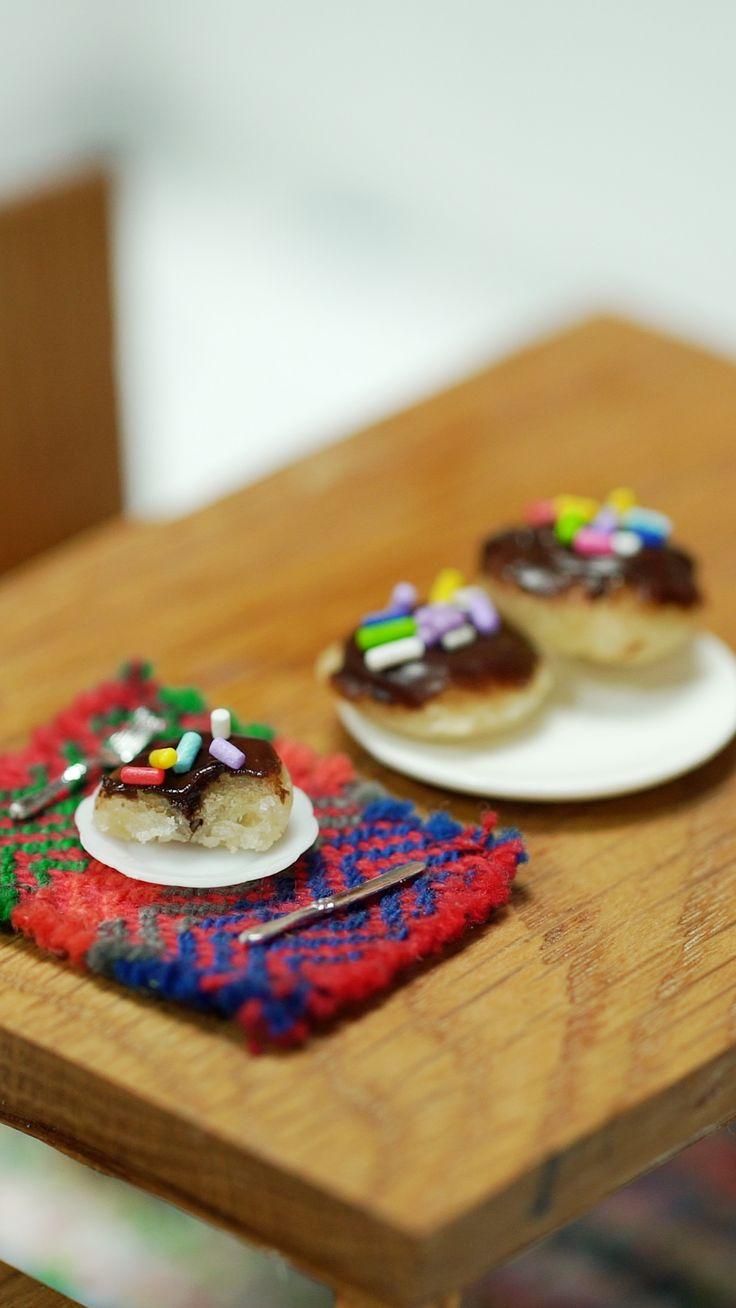 Ikea Mini Kitchen is the Portable Kitchen of the Future Polymer Clay Cupcake, Tiny Cooking, Mini Kitchen, Kitchen Small, Mini Craft, Tiny Food, Mini Things, Mini Desserts, Miniature Food