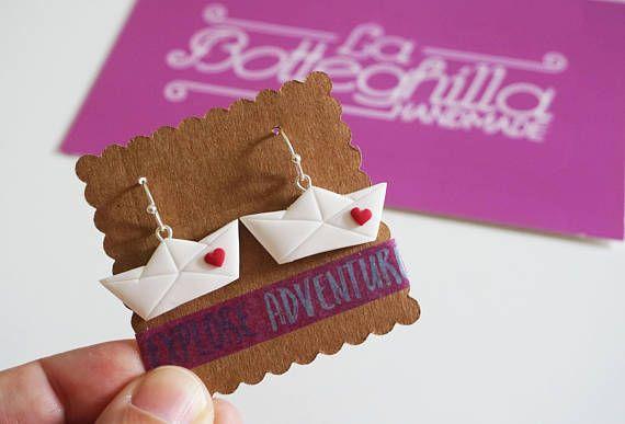 Orecchini pendenti Origami Travel Barchetta di carta in fimo