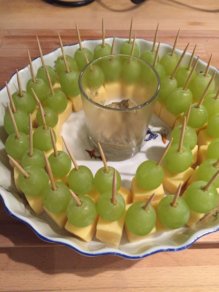Kaasjes met druiven.