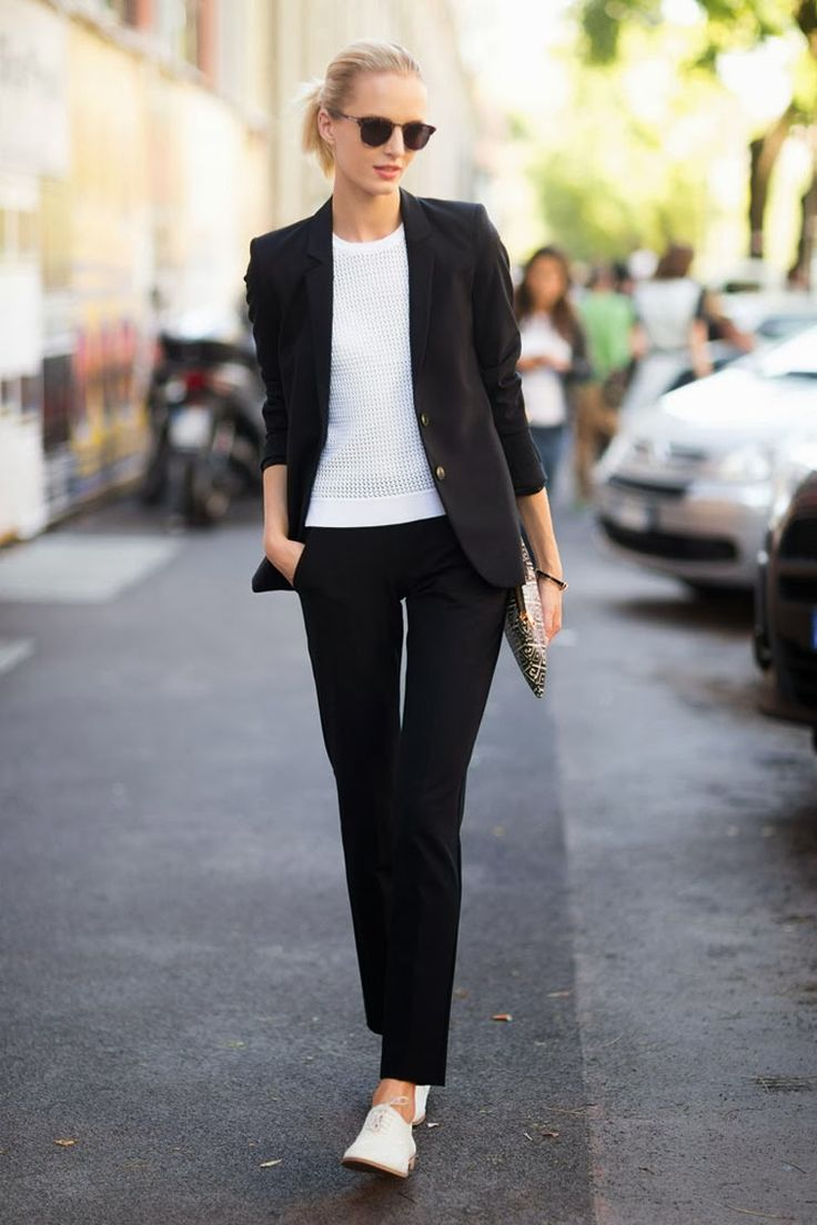 Using the business casual during the time off from the conference in London. Daria Strokous off duty black suit minimalism