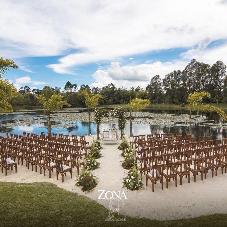 Más que una locación es un espacio para que tus sueños vuelen. Decoración: #ZonaELlanogrande, con el apoyo de @amadmesa_/ y @glambyadrianamontoya - Foto @ira.photostudio Contáctanos al 3106158616 / 3206750352 / 3106159806 y reserva desde ya, atendemos todos los días de la semana y fines de semana incluido festivos www.zonae.com #CasaBali #ZonaE #ZonaELlangrande #bodasmedellin #Eventos