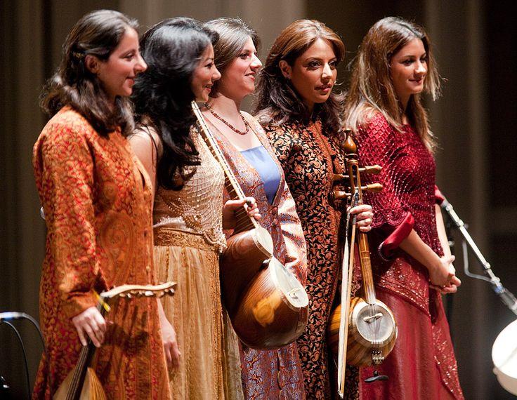 In accordo con quanto riporta la biografia contenuta nel suo sito web[1], ha iniziato a studiare canto a nove anni. Nel 2000 ha registrato Konj-e-Sabouri in duo con A. Rostamian e Parviz Meshkatian. In seguito si è esibita in concerto con il Norouz Ensamble al teatro Niyavaran di Teheran. Sempre in italia - dove ha partecipato a programmi televisivi RAI, cantando su musiche di compositori iraniani e non iraniani - ha svolto seminari di studio sulla musica dell'antica Persia.