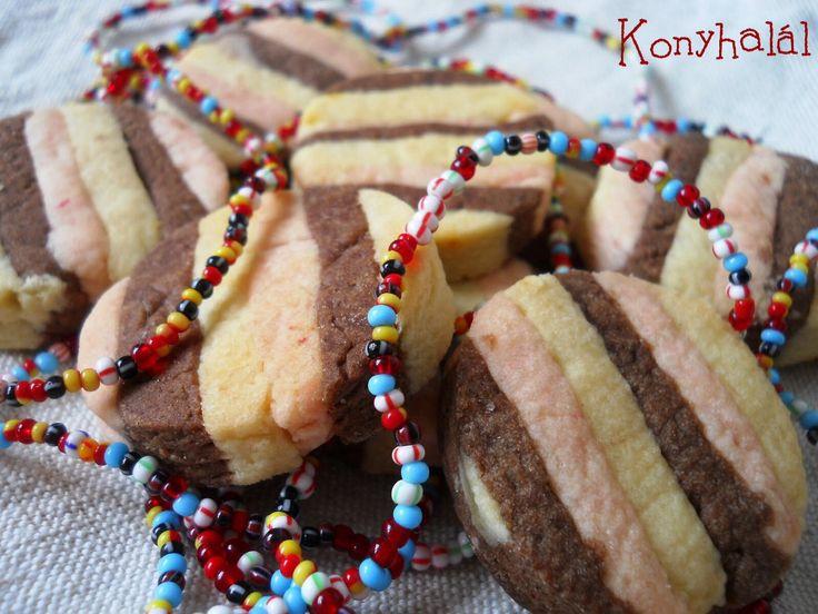 Színes csíkos keksz