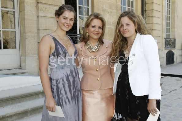 | Renee Fleming and her daughters...