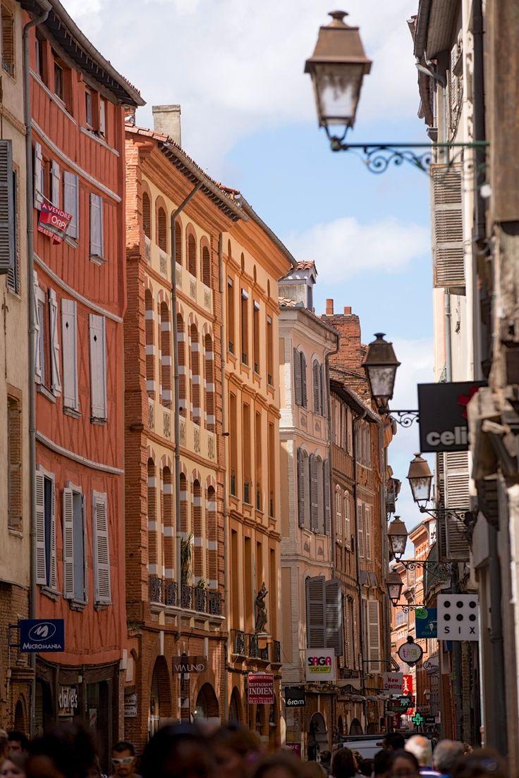 Toulouse, la rue Saint-Rome, rue de commerces dans le quartier des petites boutiques, à 2 pas de la place du Capitole.