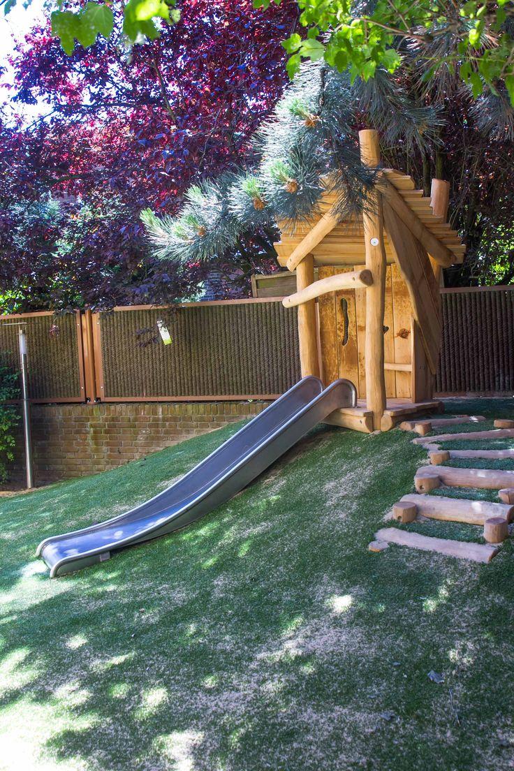Natuurlijk speelhuisje in de tuin van kindercentrum 2Lepelaars (Kinderopvang 2Samen)