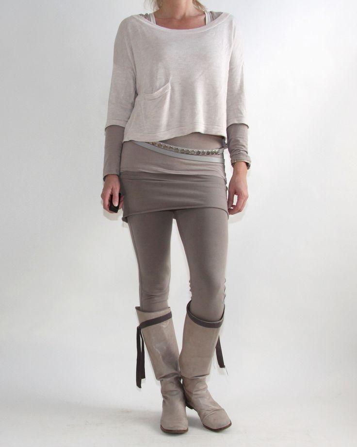 Legging met rokje: 10 Days, shirt: Trix & Rees, truitje: H&M, laarzen: Humanoid, riem: Sarah Pacini