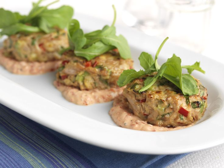Make Life Easy with this Crab Cakes with Roasted Pepper Aioli recipe! LIKE us at https://www.facebook.com/goldseal #PinToWin #NoDrainer #MakeLifeEasy