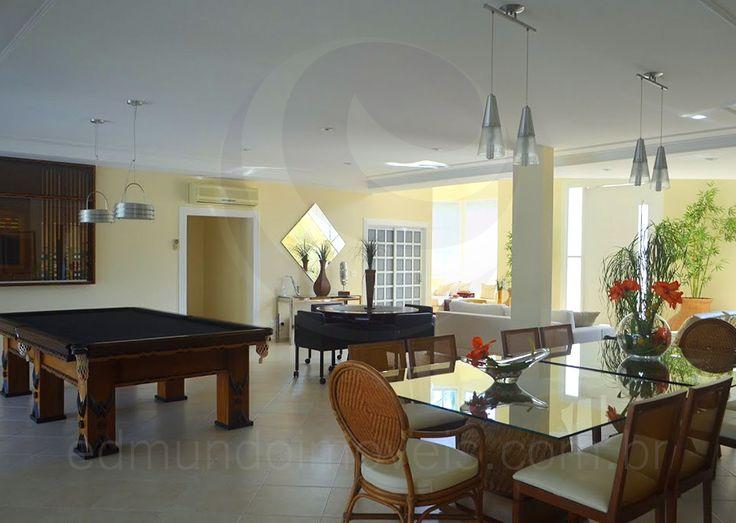 As Pessoas Na Sala De Jantar Letra ~ Na sala de jantar, sob modernos spots de luz, duas mesas com tampo de