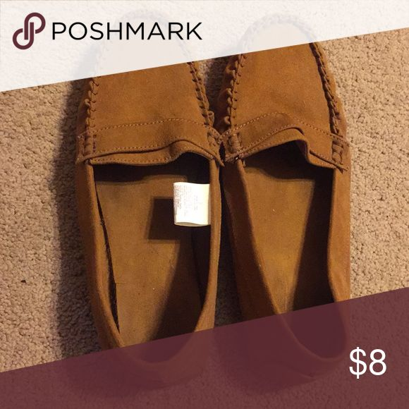 Tan loafers Old Navy Tan loafer shoe. Size 10. Only worn a couple times. They have spent a lot of time sitting in my closet. Old Navy Shoes Flats & Loafers