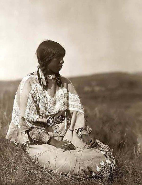 BLACKFEET PIKUNI GIRL , 1910
