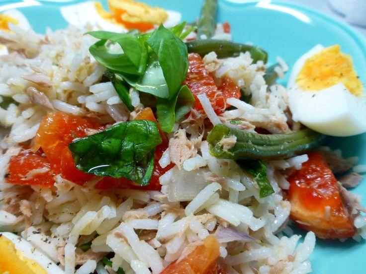 Rijstsalade met ei, tonijn en sperziebonen, een lekker en makkelijk gerecht.