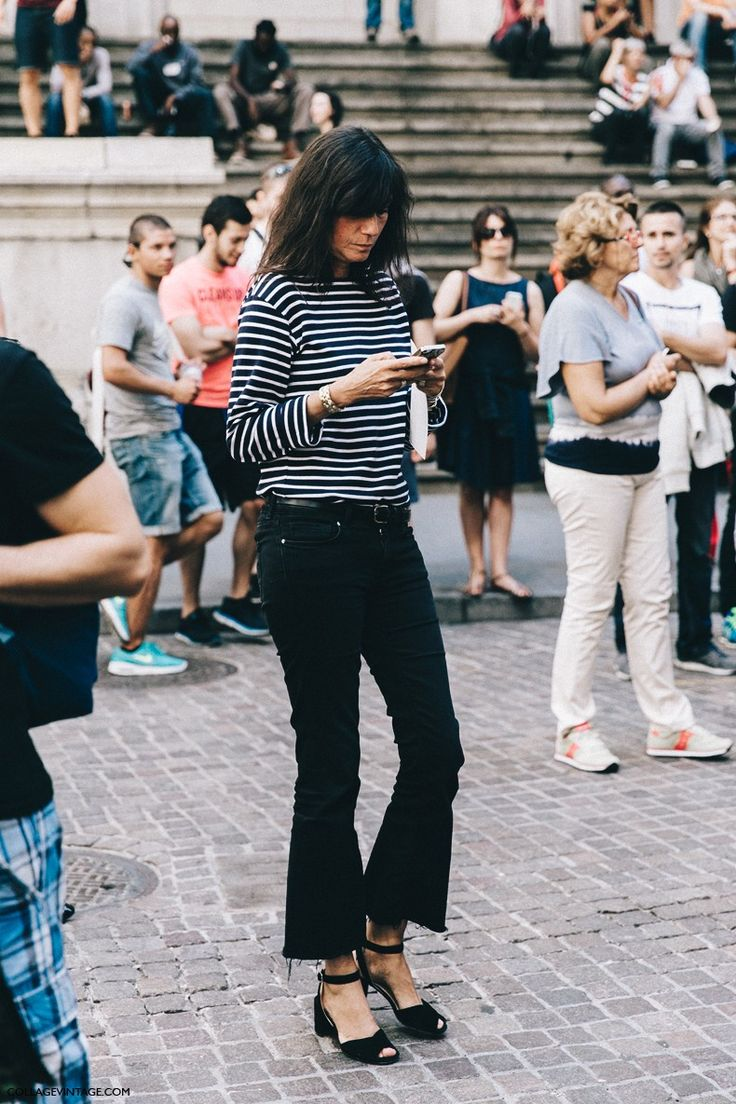 Emmanuelle Alt - black cropped flared jeans - high riser crop flares | Collage Vintage