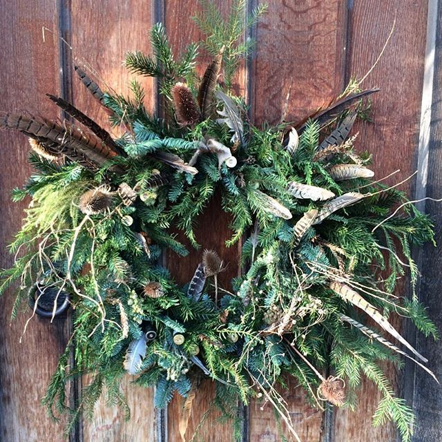 I'm not a pheasant plucker I'm a pheasant pluckers son. I'm only plucking pheasants until the pheasant plucker comes. Say that quickly and after a few Christmas drinks 🍹  #pheasant  #christmas #christmaswreath #wreath #feathers #country #countrystyle