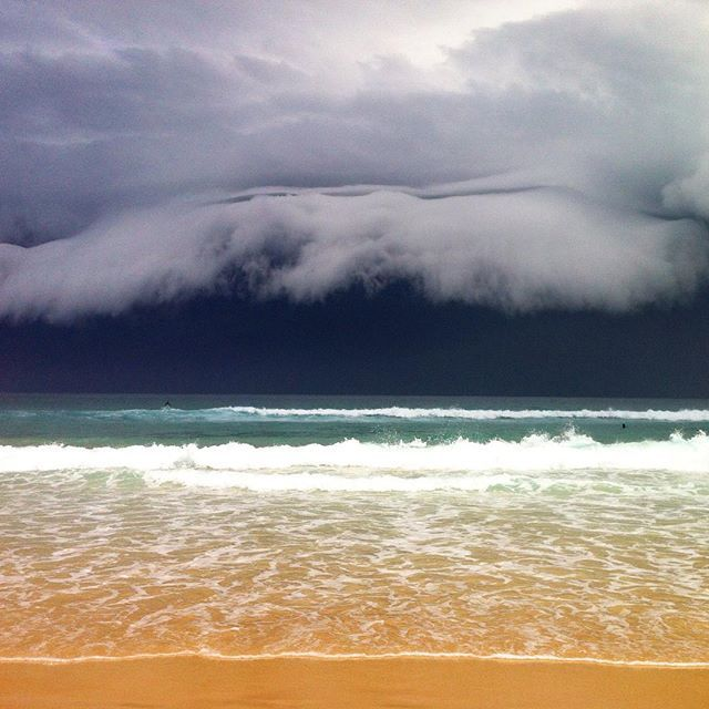 Another dramatic pic of a Storm front moving towards Bondi Beach. ☁️