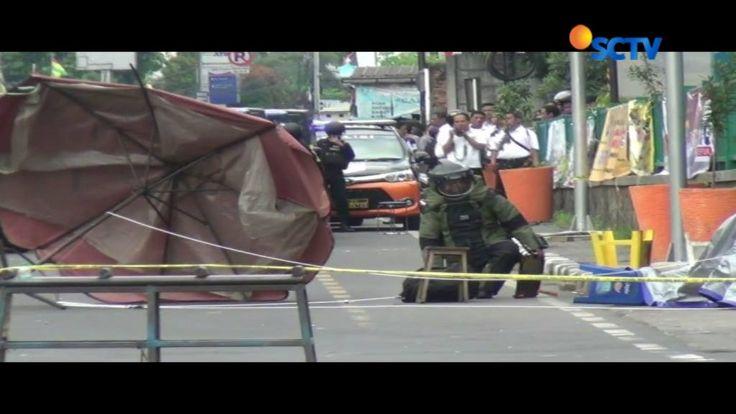 Usai memeriksa tas mencurigakan yang diduga berisi bom di depan ITC Depok, Jawa Barat, tim Gegana pastikan tas tersebut tidak berbahaya, melainkan berisi pakaian.#Liputan6SCTV