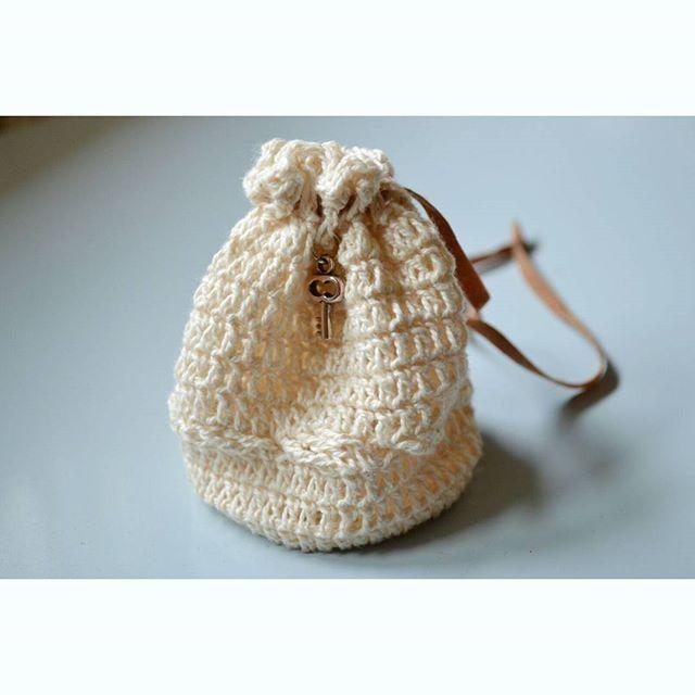 Saco-monedero en crochet.