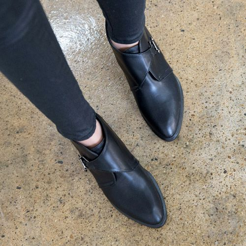 Womens Clothing Store [VANILLAMINT] Unique oil Walker / Size : 225-250 / Price : 73.50 USD #dailyllook #dailyfashion #fashionitem #shoes #boots #walker #ankleboots #ootd #vanillamint http://en.vanillamint.net/