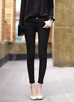 Black on black with a pop of nude. Love the clean simplicity of this look!